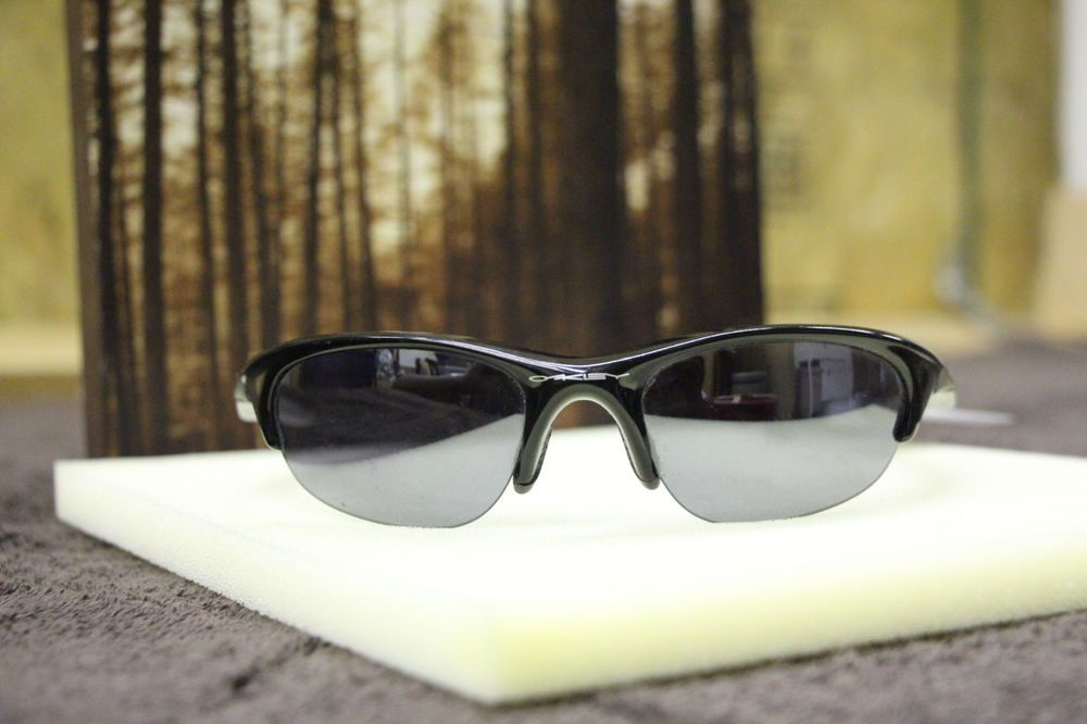 Oakley FLANK Men s Black Sunglasses in Excellent Used
