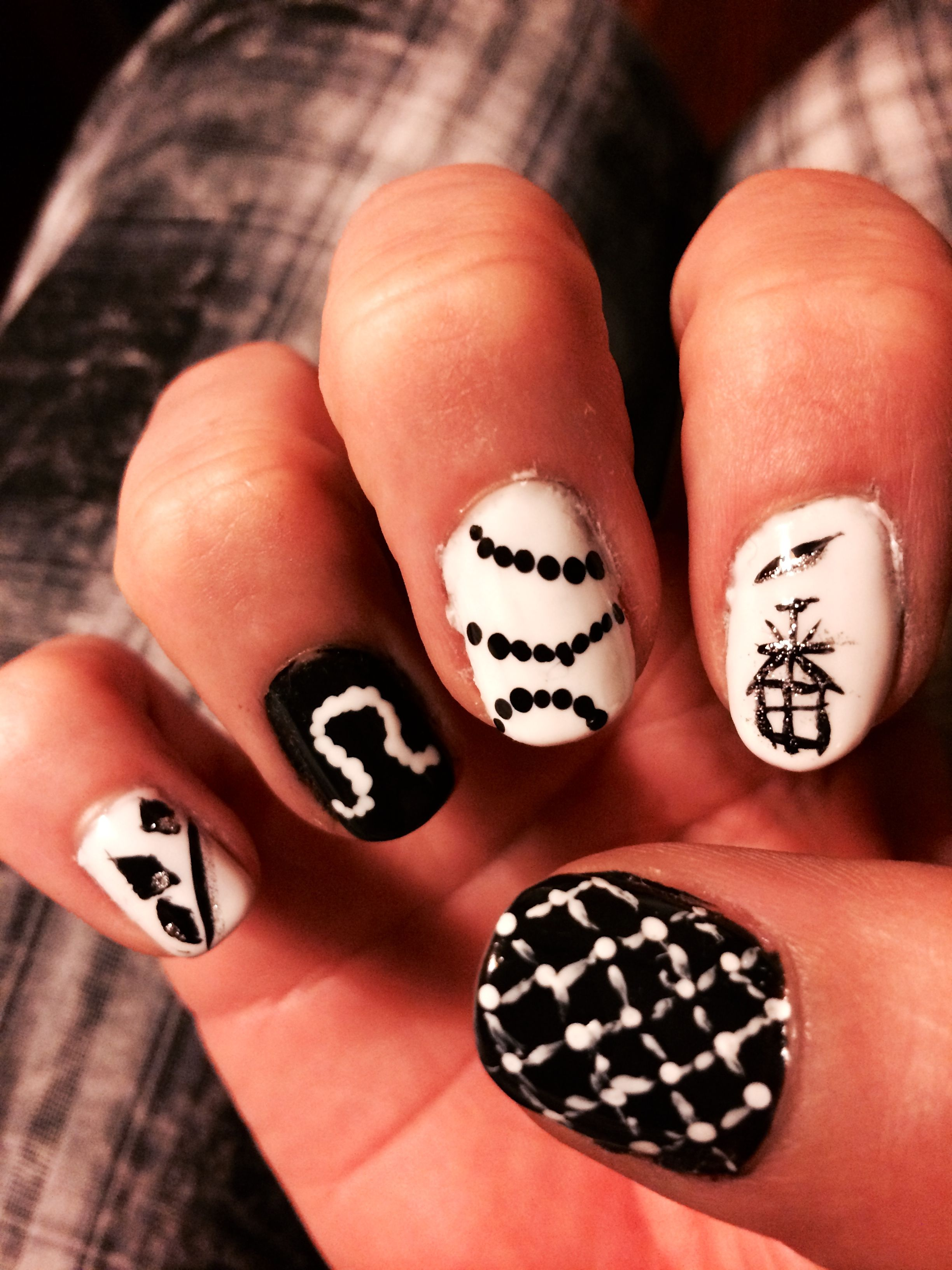 Black and White right hand different design for every nail for the ...