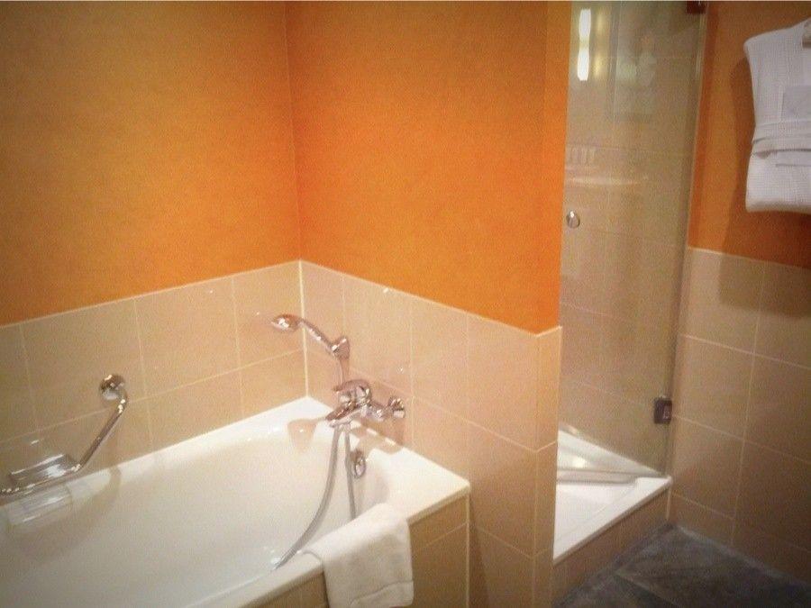 Colore pareti bagno pareti arancioni in bagno walls