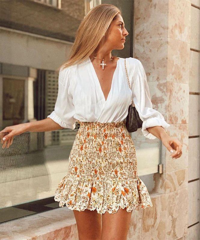 Zara actualiza los vestidos de flores con un detalle que afina la cintura y estiliza cualquier silueta