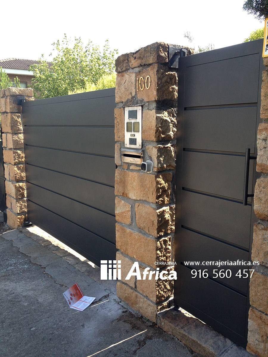 Puertas exteriores metalicas puerta metalica en 2019 - Puertas metalicas jardin ...