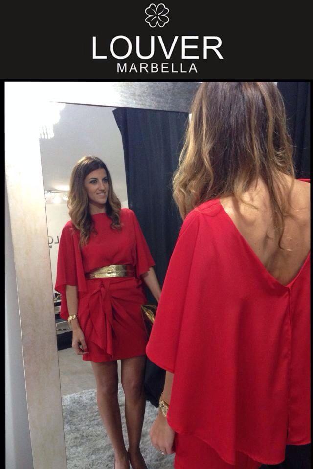 #moda#marbella#louver#fashion#falda#faldapañuelo#roja#capa#cinturon#dorado