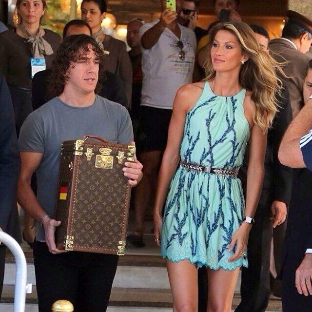 É o mundo fashion, na final da Copa do Mundo, com a nossa belíssima top brasileira Gisele Bundchen!