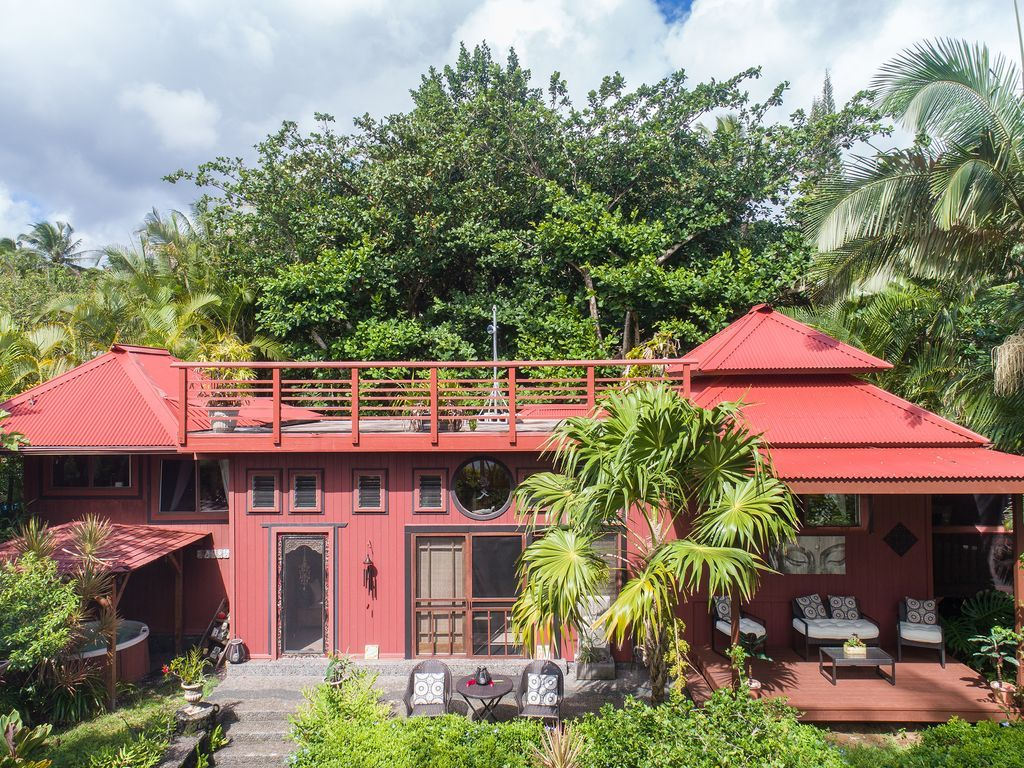 The Bali House~Romantic Oceanfront Escape w/Hot Tub across ...