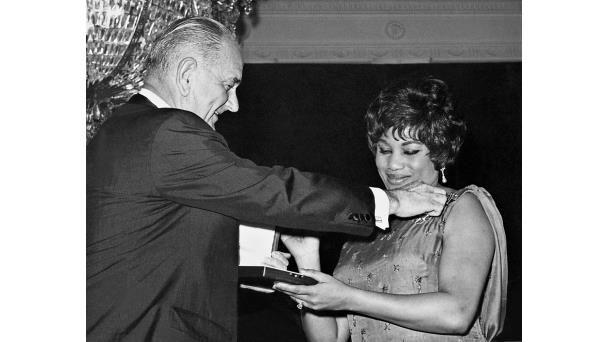 Leontyne Price Receiving The 1964 Presidential Medal Of Freedom From President Lyndon B Johnson Opera Singers Singer Sopranos