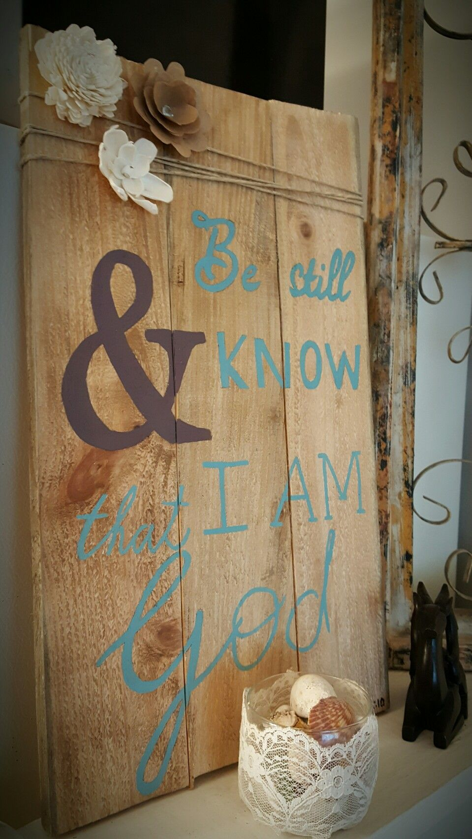Be still & know.  Wood pallet. Painted sign