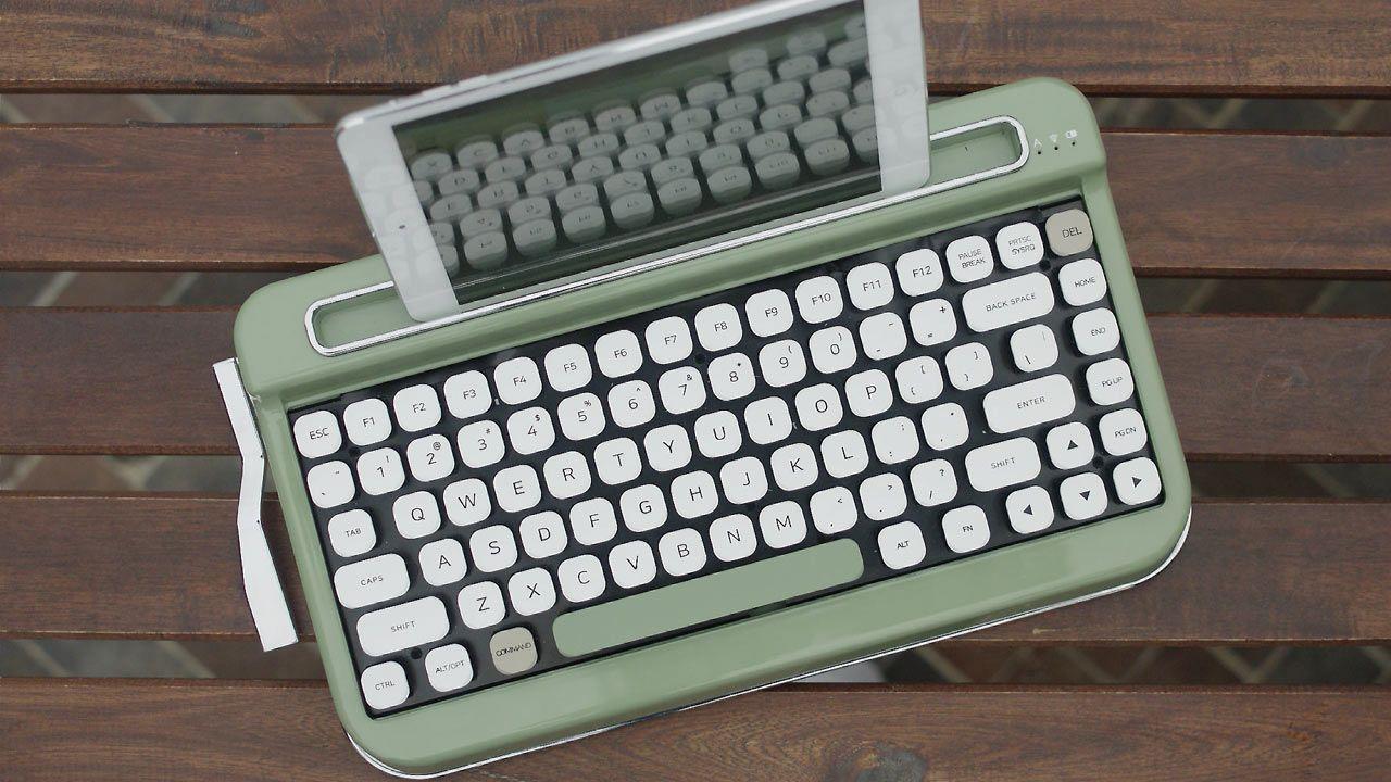 Penna A Vintage Typewriter Inspired Bluetooth Keyboard Bluetooth Keyboard Vintage Typewriters Retro Typewriter