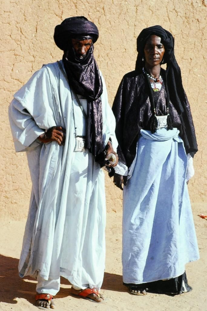 Algerian Couple in traditional clothes   - Culture - Book Inspiration #Algerian #book #Clothes #Couple #Culture #Inspiration #Traditional #AfricanTribes #African #Tribes