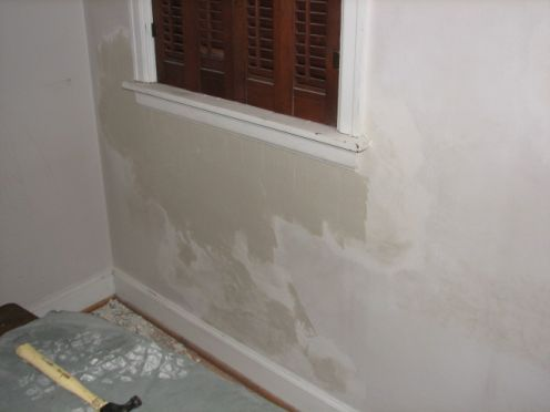 How To Fix Bubbled And Cracked Paint Before Painting Walls Cracked Paint Wall Painting Painting Bathroom