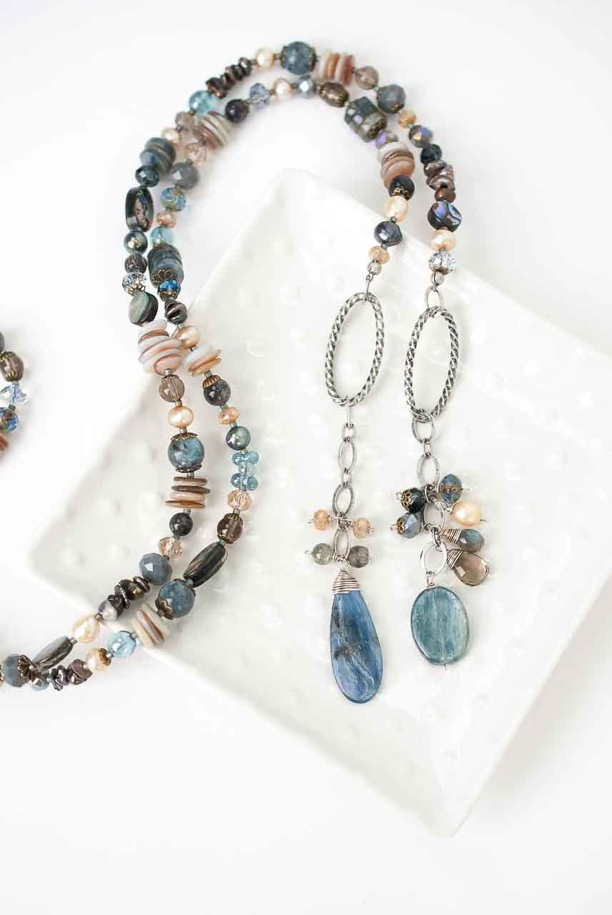 *Claridad 36.5″ Lariat Style Collage Necklace