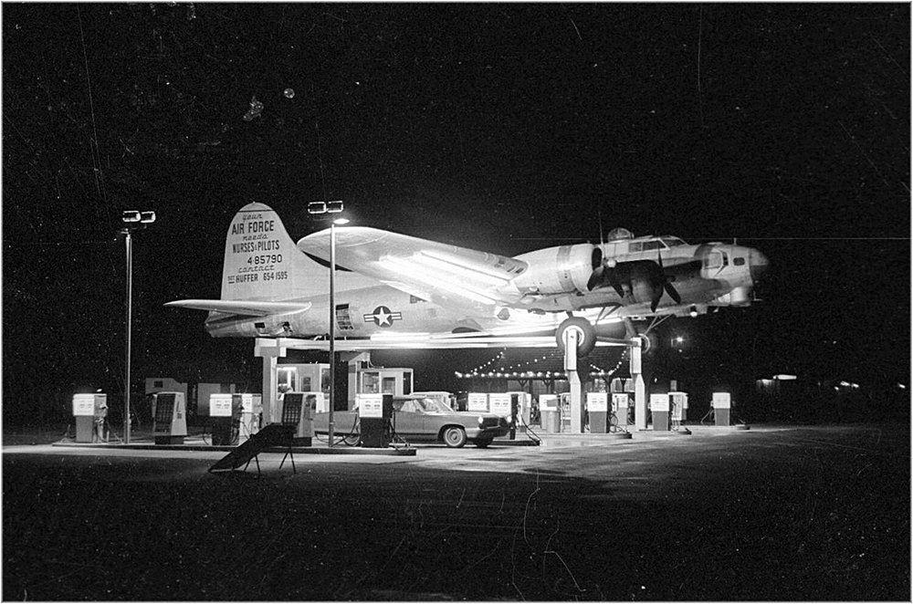 WWII B-17 BOMBER AIRPLANE GAS STATION AVIATION PHOTO AMERICANA ROADSIDE PORTLAND
