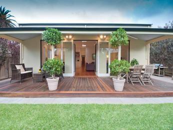 Exceptional Multi Level Outdoor Living Design With Bbq Area U0026 Decorative Lighting Usingu2026