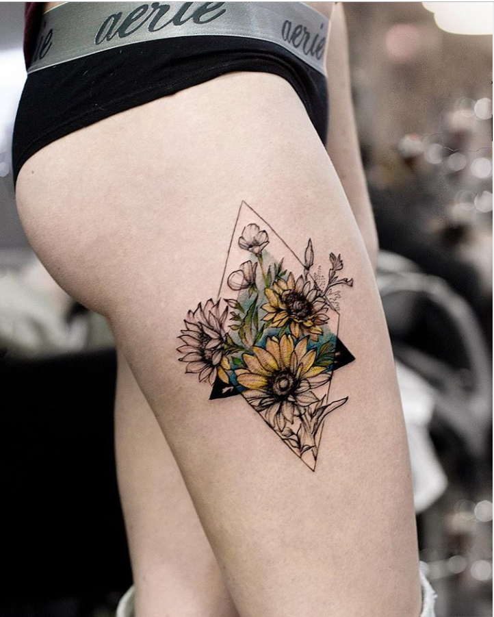 40 Elegant Unique Flower Thigh Tattoos Design For Women Sunflower Tattoo Thigh Thigh Tattoo Designs Flower Thigh Tattoos