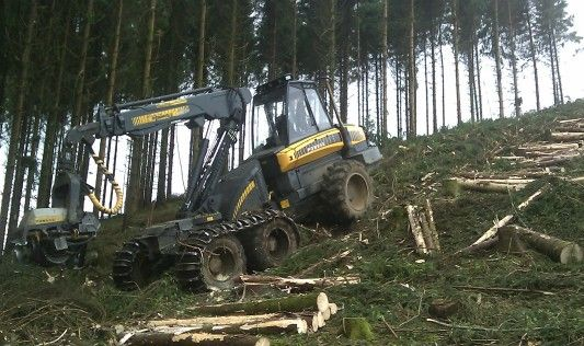Time for wood harvesting! Rapid action with this efficient Ponsse harvester… Find many other makes at http://www.agriaffaires.co.uk/used/1/harvesters.html