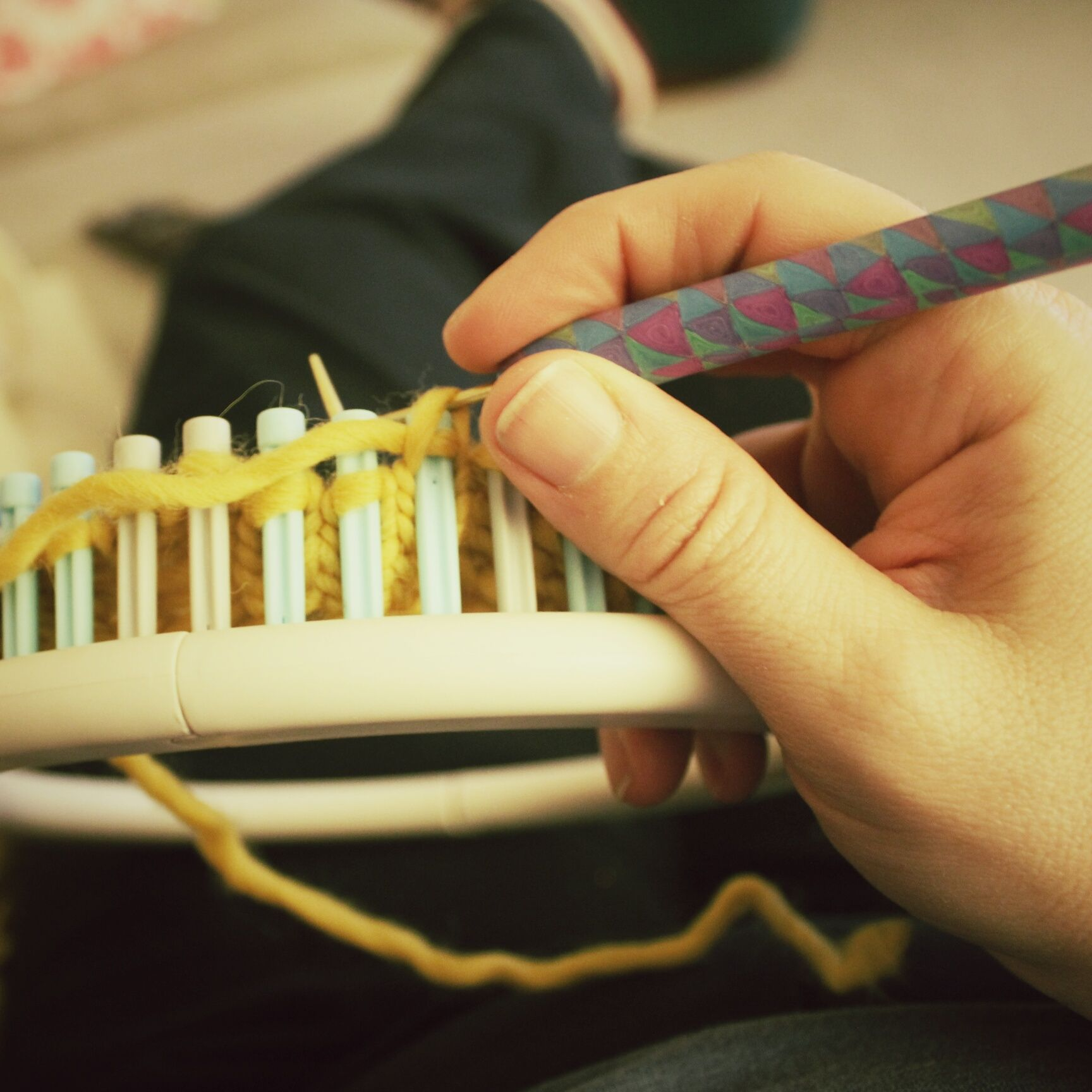 translate traditional knitting patterns for use with a knitting loom ...