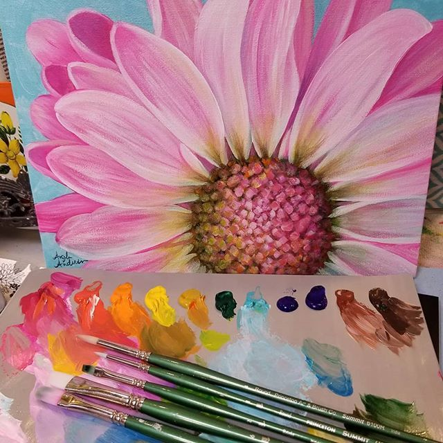 Pink Daisy Acrylic Painting Tutorial By Angela Anderson On Youtube Fredrixcanvas Princetonbrushes Ar Acrylic Painting Flowers Daisy Painting Flower Painting