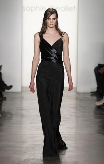 Vestido largo en color negro de Sophie Theallet 4 personas lo aman, 0 lo odian, ¿y tú?