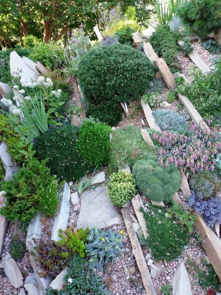 best rocaille jardin en pente pictures. Black Bedroom Furniture Sets. Home Design Ideas