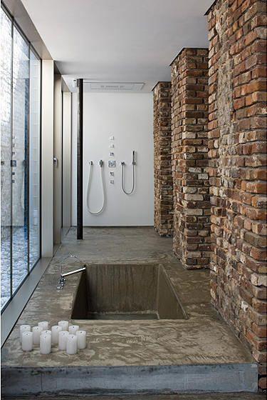 Ba o ba era bajo suelo de microcemento y zona de ducha abierta paredes de ladrillo reforma - Suelo de microcemento pulido ...