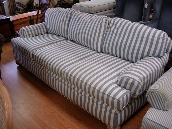 10171 Pearson By Lane Sofa Country Blue Striped Sofa W Oct 14 2005 Affiliated Auctions In Fl Striped Sofa Striped Couch Couch Decor