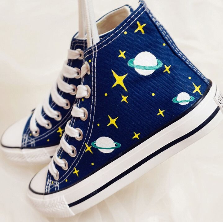 Harajuku hand-drawn galaxy canvas shoes. Hand Painted CanvasHigh TopsGalaxy  PlanetsHand DrawnColor BlueDark BlueHandsColorsConverse Bleu