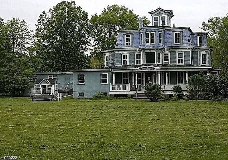 Old House Life On Instagram 254 900 Massive House With 11 Bedrooms And Over 8 000 Square Feet Built In 1820 And Located On Over Square Feet Acre Old House