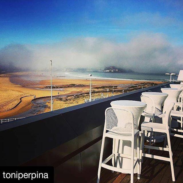 #Repost @toniperpina ・・・ #gijon #asturias ・・・ Adiós, niebla, adiós. ¡HOLA, SOL!  #Niebla #Fog #Sol #Sunny #Gijón #Xixón #Asturies #Playa #Beach