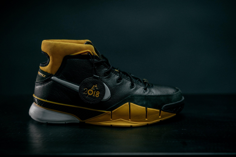 1cb173a6f9fa42 Nike Kobe 1 Protro Side