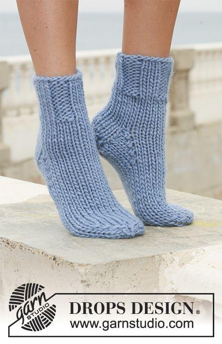 DROPS socks with rib in Eskimo. Free pattern by DROPS Design. | Knit ...