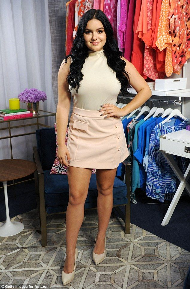 Behind The Scenes The Show Shared A Few Shots Of The 18 Year Old Modern Family Star In Its New York Studios A Winter Mini Skirts Ariel Winter Ariel Winter Hot