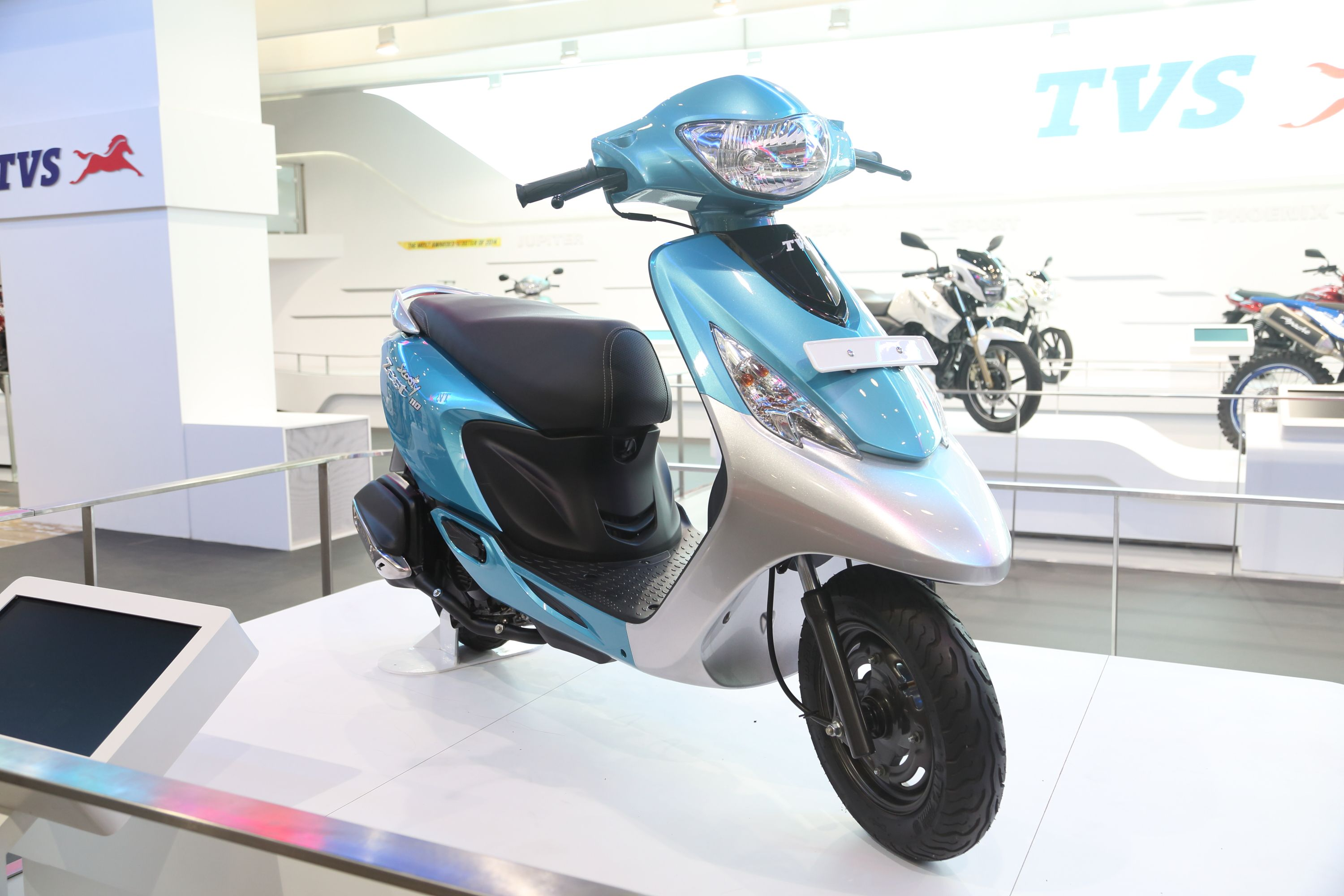 Tvs rockz is powered by a 125cc duralife engine equipped with both auto and manual clutch it has an integrated music system too