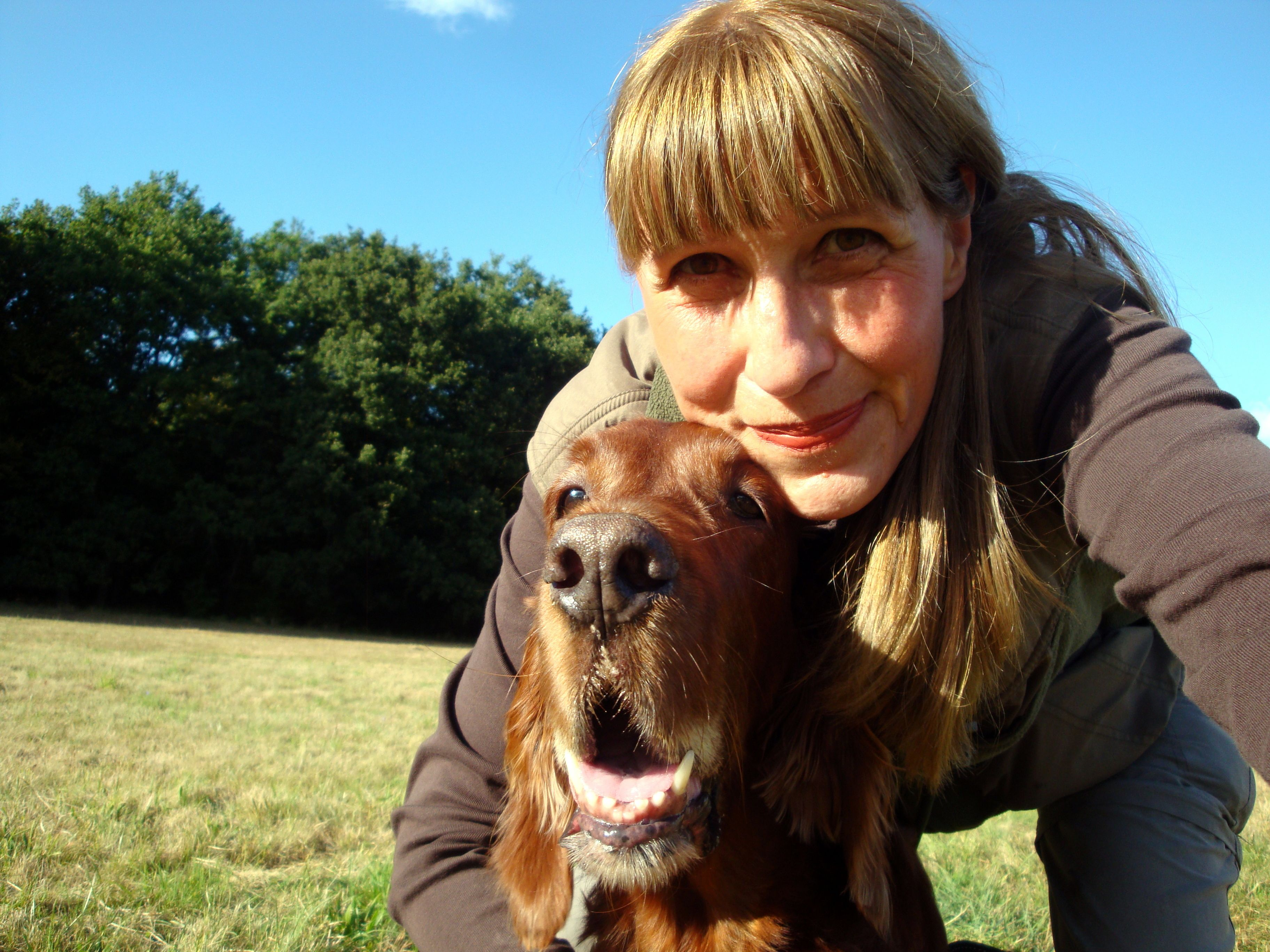 Vereinsmitglied Bettina Kunert (Langen) mit ihrem Irish-Red-Setter Henry, der 2014 gestorben ist.