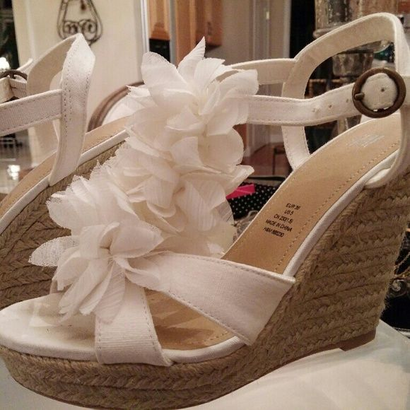 H m white wedge shoes my posh closet pinterest white wedge h m white wedge shoes size 5 hm white flower wedges near perfect condition no stains hm shoes wedges mightylinksfo