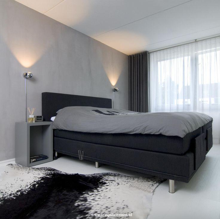 slaapkamer met zwart witte styling met bijvoorbeeld zwarte of