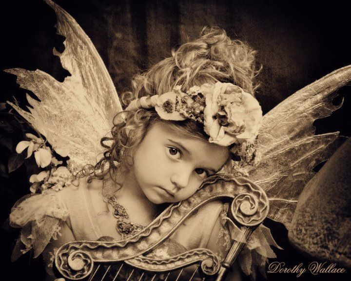 Dorothy Wallace - vintage child angel photo