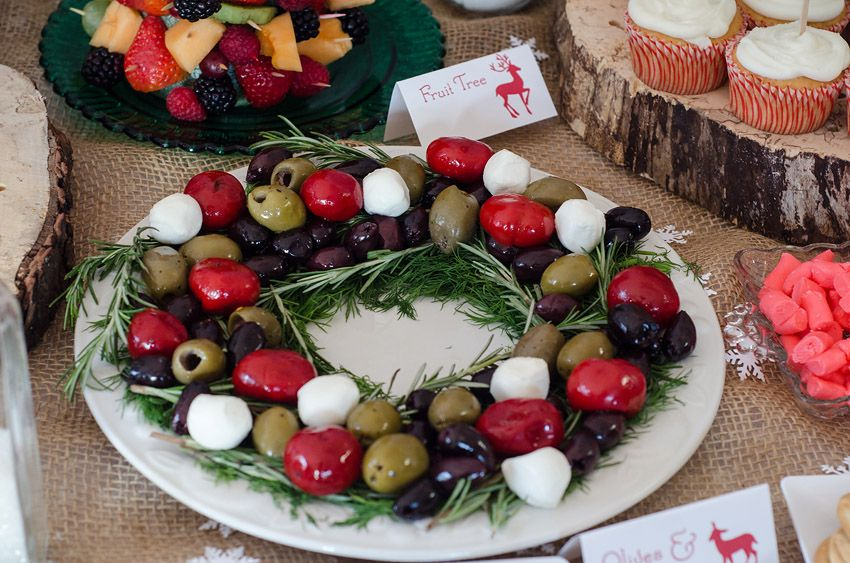 Easy Christmas party food - Olive wreath with tomatoes and cheese