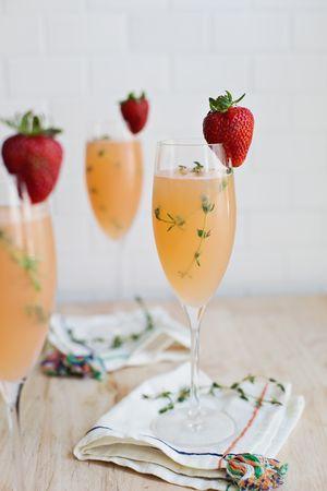 Strawberry Grapefruit Mimosa #mapauseentrecopines
