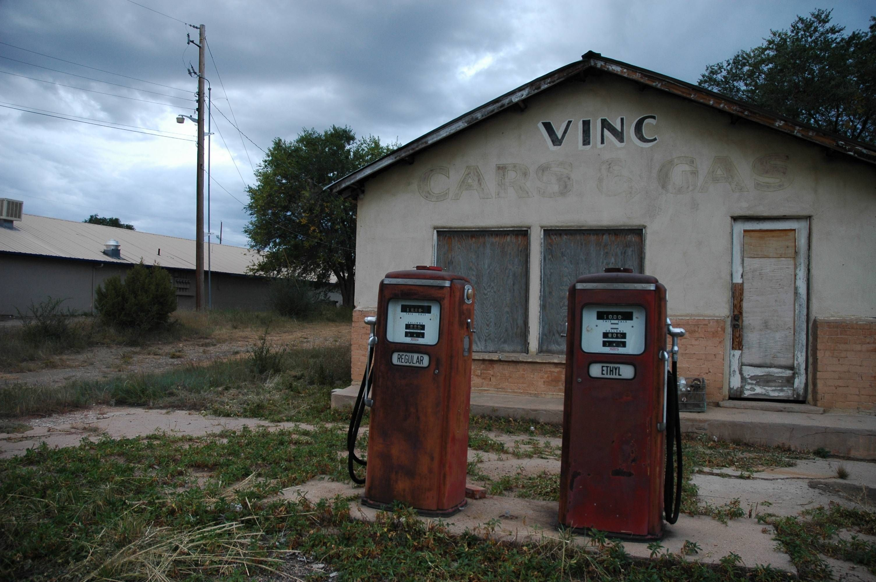 Abandoned gas station in las vegas new mexico 3008x2000