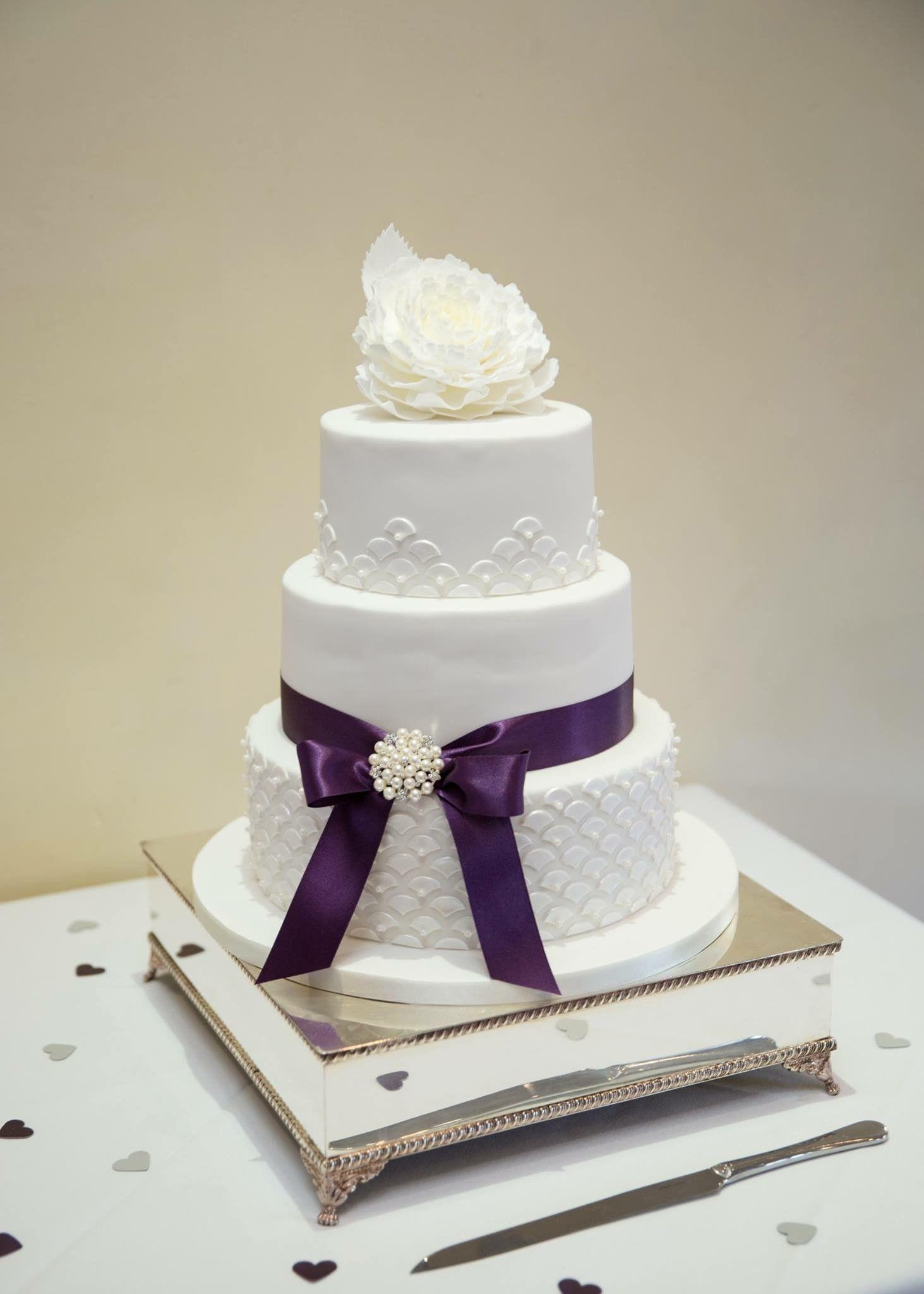 Art Deco themed wedding cake #weddingcake #wedding #cake #artdeco ...