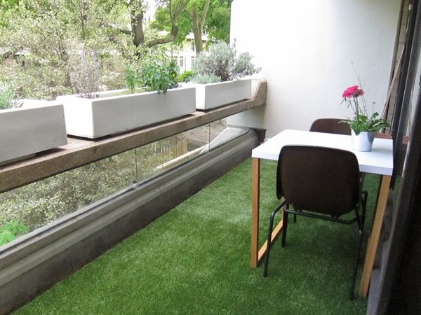 Artificial Grass Gallery - an attractive balcony Balkon