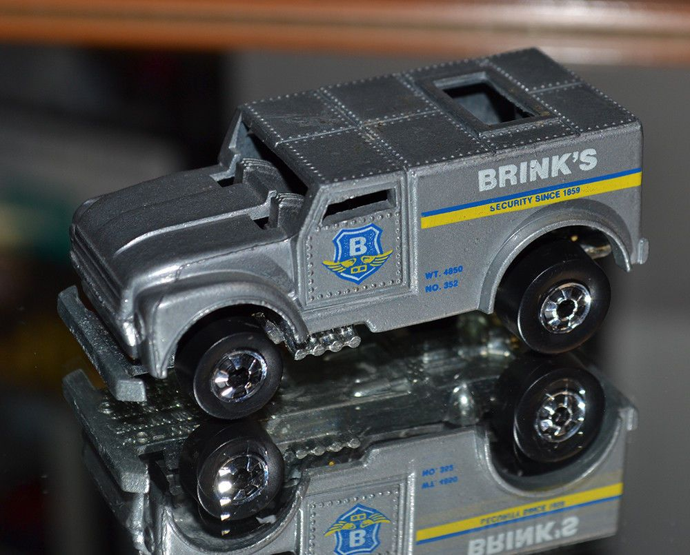Hot Wheels Flying colors # 7621 Funny Money Brink\'s Armored Funny ...