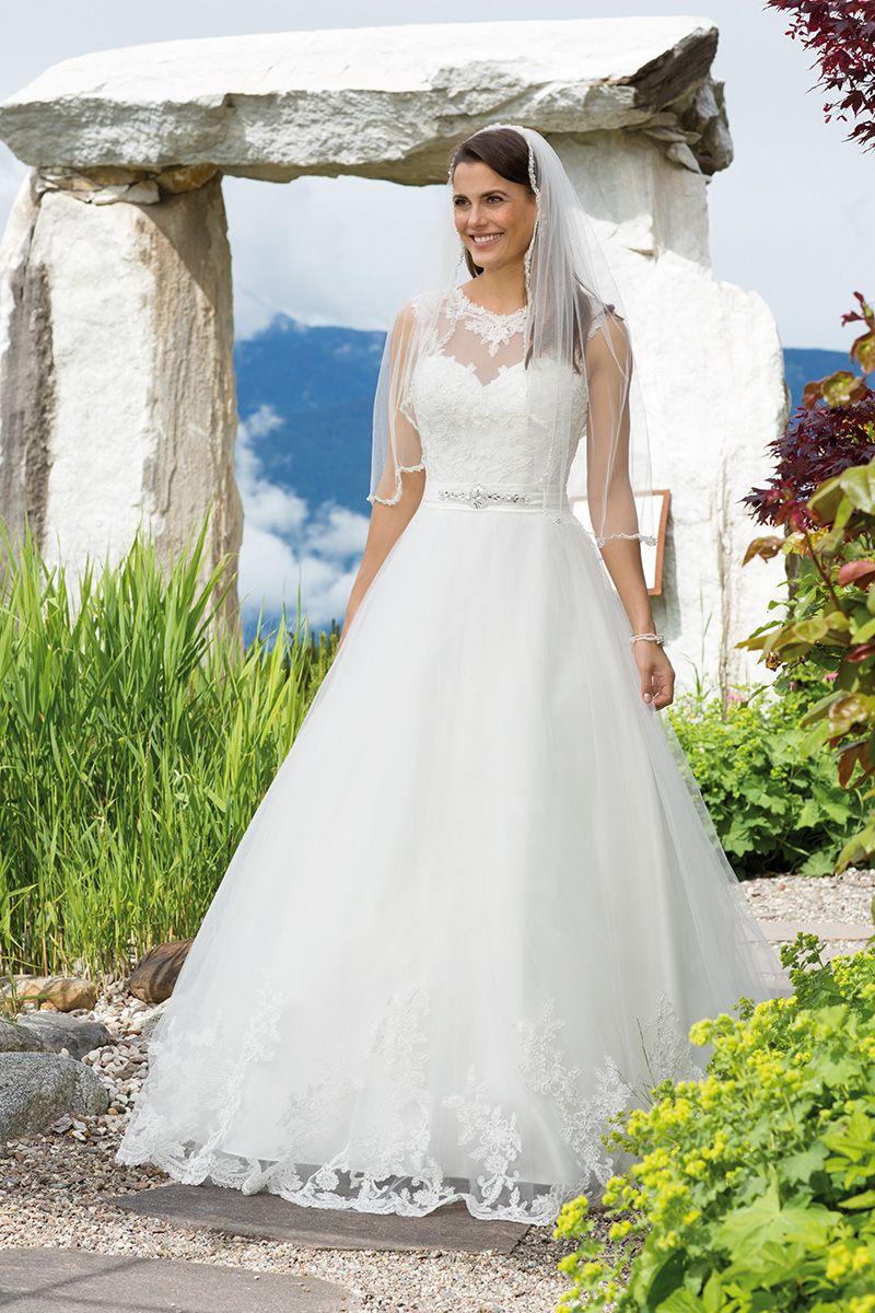 Brautkleid 18100 Wella mit Schleppe, Tüll mit Spitze | Brautmode ...