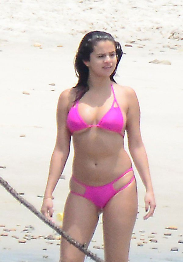 Selena gomez bikini dc fan