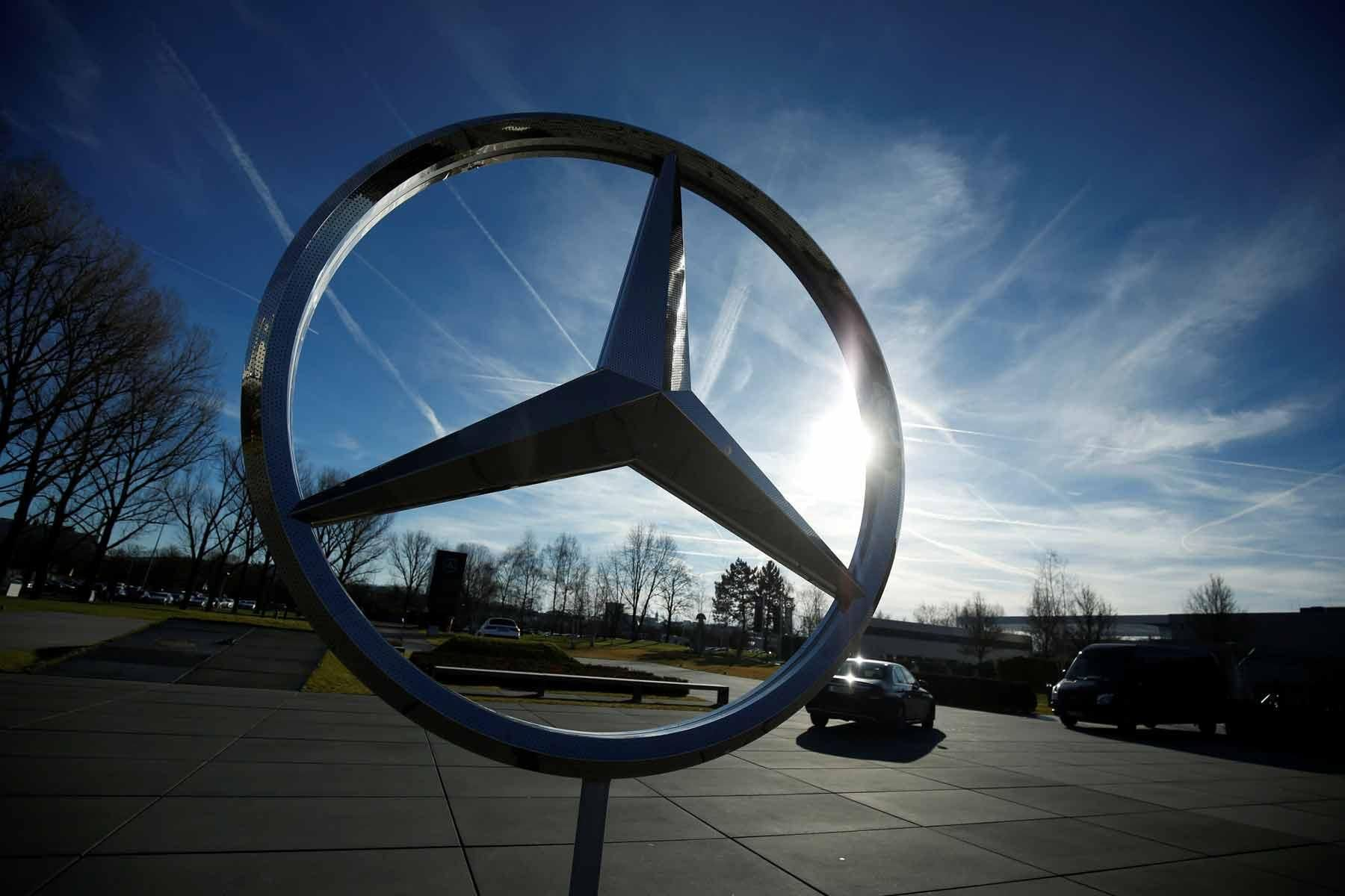 U S October 2018 Luxury Auto Sales Mercedes Benz Dips But Stays Ahead Of Bmw Http Www Autonews C Automotive Solutions Automotive Sales Moving To Las Vegas