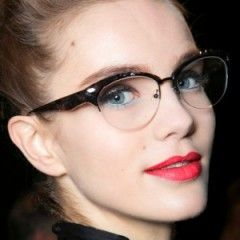 8 Makeup Mistakes to Avoid When You're WearingGlasses