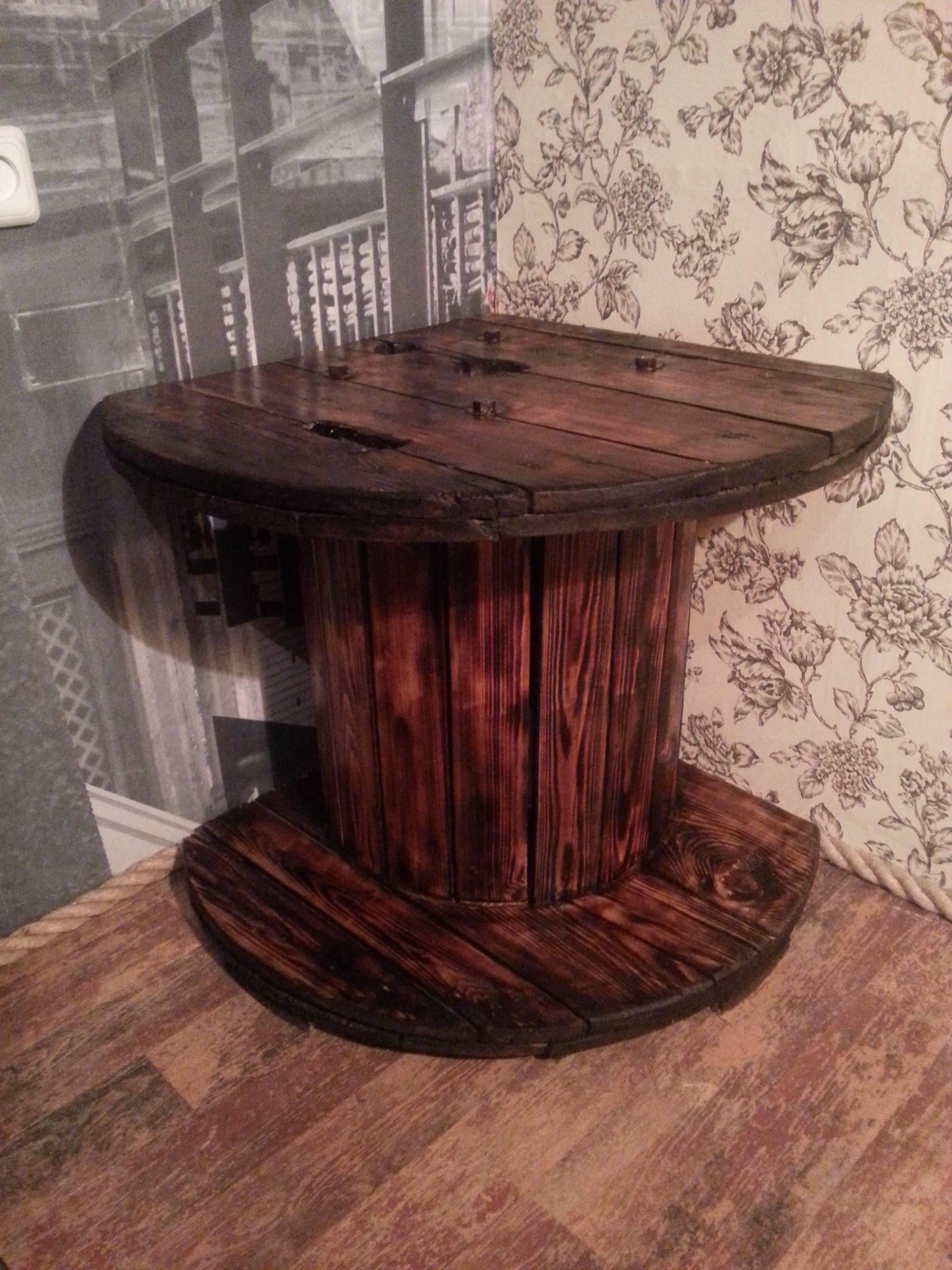 Corner Tv Table Made From A Reused Reel Bobine Bidon Et Pneu # Menuiserie Table Tele