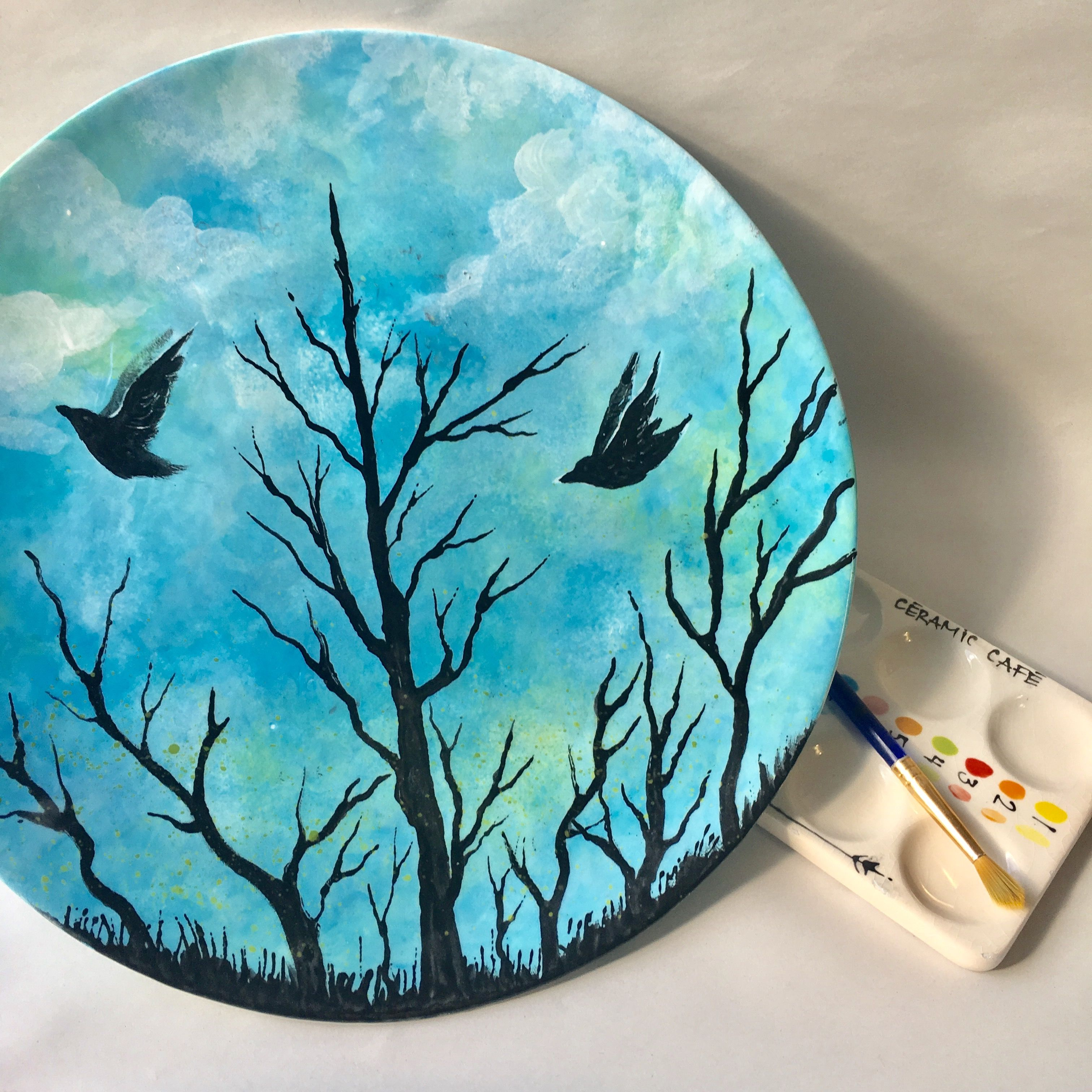Assiette ronde | Hand painted plates, Painted plates, Hand painted