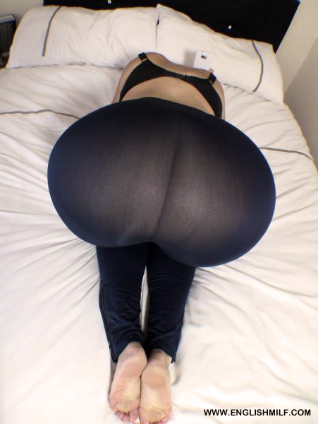 Nice big butt milf in black leggings