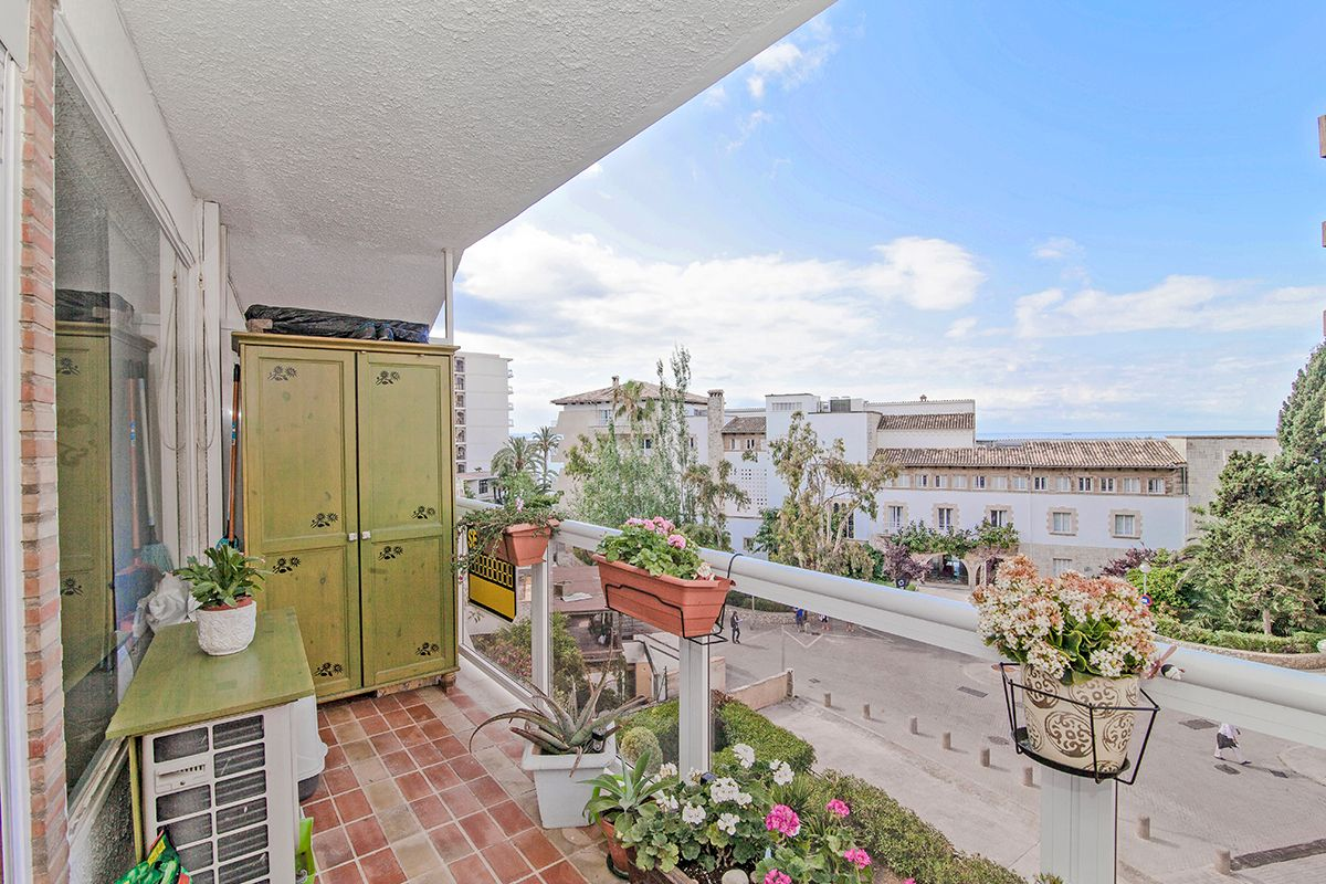 Fin lägenhet med terrass i Cala Major #mallorca #lägenhet #CalaMajor #bostad #mäklare