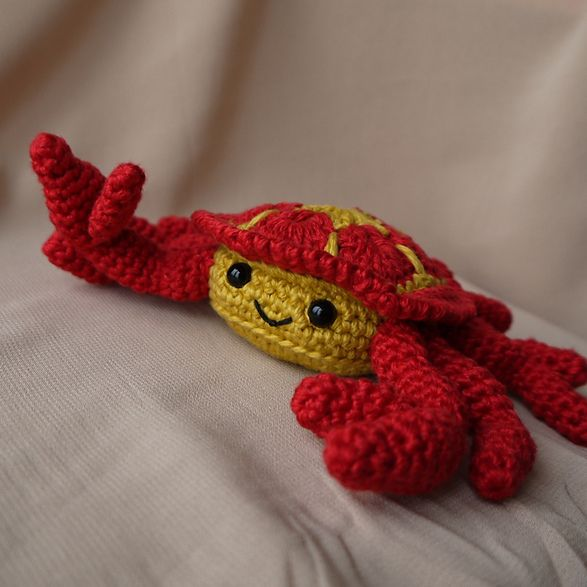 Cedric the African flower crab by Aisha Kenza....click through free ...